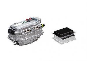 Left:PCU with silicon power semiconductors(Production model) Right:PCU with SiC power semiconductors(Future target)
